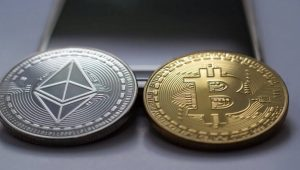 Yatırımcılar Bitcoin (BTC) mi Yoksa Ethereum mu Seçmeli? İşte Yanıt!